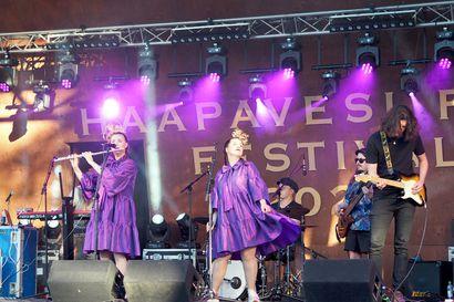 """Sää hellii Haapavesi Folk Music Festivalia, ja myös reggaeta on tapahtumassa saatu kuulla – """"Tilanne olisi voinut olla toisenlainenkin"""""""