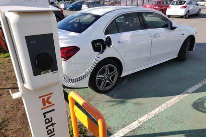 Lataushybridin sähkö riittää kohta sadalle kilometrille, kunhan kaasujalka on kevyt ja ajotapa ennakoiva – Mercedes-Benz piti lupauksensa