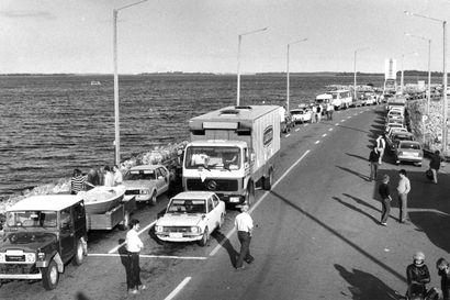 Vanhat kuvat: Syrjähyppyjä, sorsastusta ja hiekkalinnoja on harrastettu Hailuodossa – katso tunnelmia 80-luvulta lähtien
