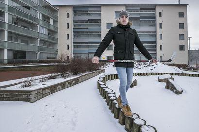 """Kärppäpuolustaja Taneli Ronkainen oli edellisen kerran tositoimissa vuosi sitten – """"En pystynyt välillä kipujen takia istumaan koko peliä katsomossa"""""""