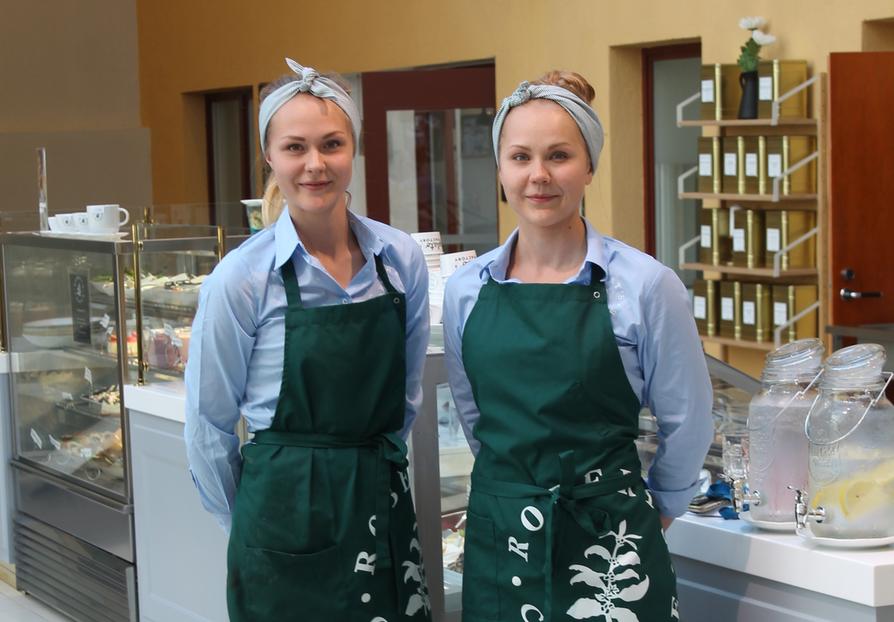 Sihvosen sisarukset Mari ja Kati  avasivat entiseen Stockmannin taloon täysin uudistetun Robert's Coffeen heinäkuun puolivälissä.