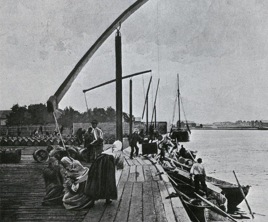 Oulun tervahovissa. Kuva kirjasta I. K. Inha: Suomen maisemia.