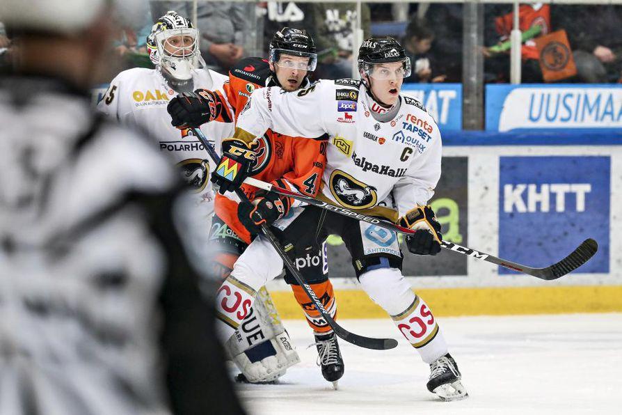 HPK otti niskalenkin Kärpistä ja Atte Ohtamaasta Hämeenlinnan tiistai-illassa. Kotijoukkueen Janne Tavi laukoi kaksi maalia.
