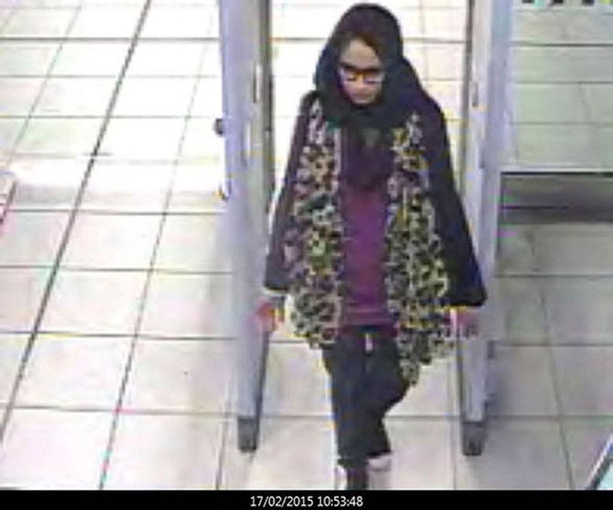 Shamima Begum jäi valvontakameran kuvaan Gatwickin lentoasemalla vuonna 2015, kun hän lähti Britanniasta kohti Turkkia tarkoituksenaan liittyä Isisiin Syyriassa.
