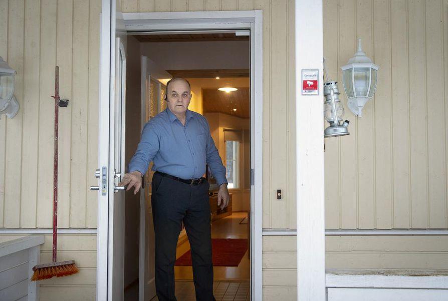 Perussuomalaisten Pohjois-Pohjanmaan piirin puheenjohtaja  Ahti Moilanen kertoo, ettei sinisten lähtö perussuomalaisista ole juuri näkynyt Pohjois-Pohjanmaan kuntien valtuustoissa.