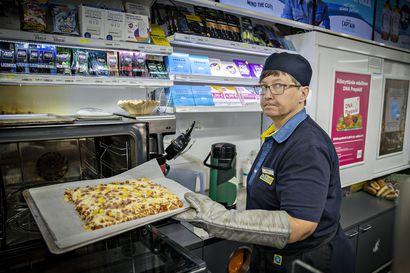 Kioskilta saa nykyisin pizzaa, hodareita ja jopa vuokra-autoja – mutta mihin ihmeeseen katoavat Oulun kioskit?