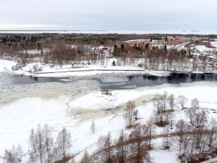 Messualue sijoittuu Hartaanselänrannaksi ristitylle alueelle, joka sijaitsee Toppilansalmen suun molemmilla puolilla.  Arkistokuva.