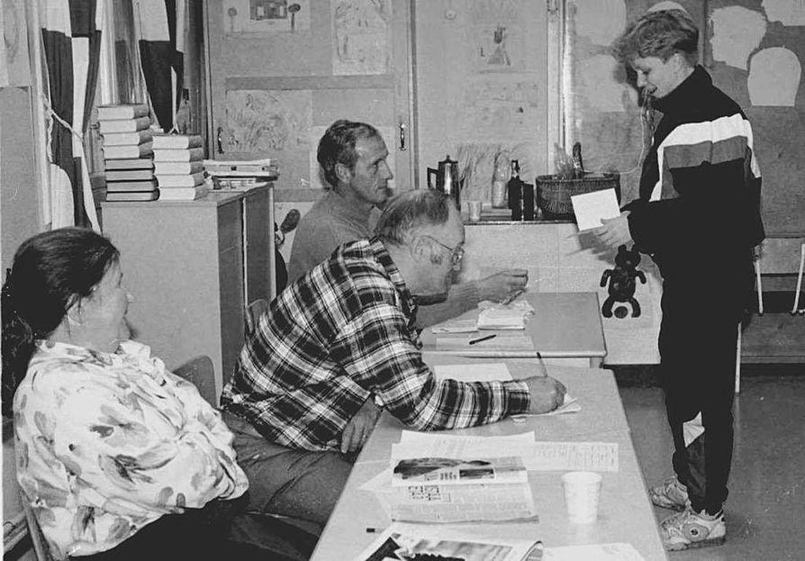 Ääniä EU-jäsenyyden puolesta ja vastaan annettiin lokakuussa 1994 myös Mellakosken koululla Ylitorniolla.