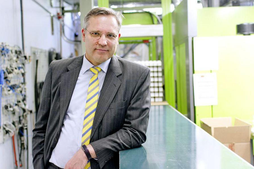Mikael Pentikäinen tukee Sitran viikko sitten esittämää veroremonttimallia, jossa alennettaisiin työn verottamista ja nostettaisiin vastaavasti päästöveroja.