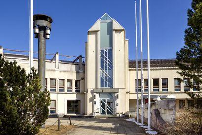 Keminmaan valtuusto päätti pilkkoa sisäilmaongelmista kärsivän kunnanviraston