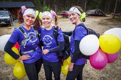 Leidit kirmaavat kairaan – Korvatunturin Triathlon for Ladies -kisataan taas Savukoskella, lauantaina käynnistyi  poronkuseman pituinen patikointi