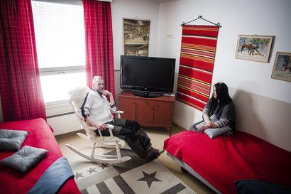 Lappiin on avautunut muutamassa vuodessa useita ikäihmisten perhehoitokoteja – Savukoskelaiset Jarmo ja Maria Pekkala haluavat jakaa talonsa ja arkensa ikääntyneiden kanssa