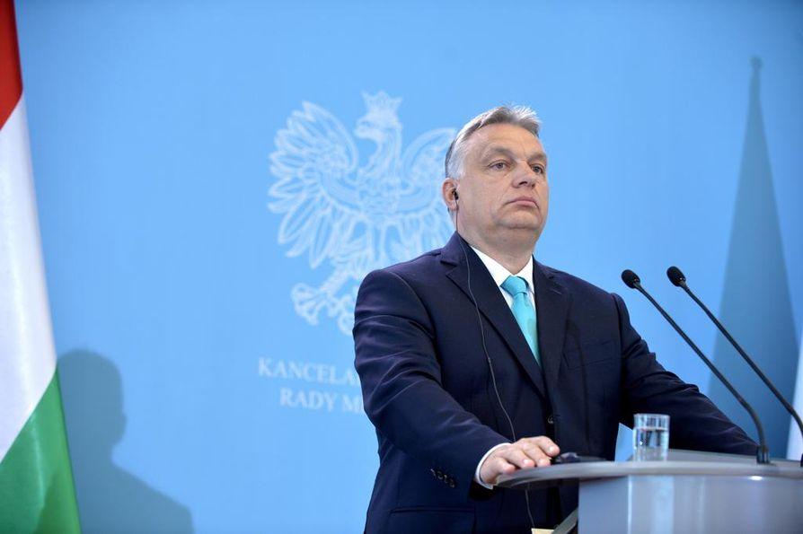 Unkarin pääministeri Viktor Orbán ei ole itäisen naapurimaan Ukrainan johdon suosiossa. Ukrainassa Unkarin epäillään vehkeilevän Venäjän pussiin.