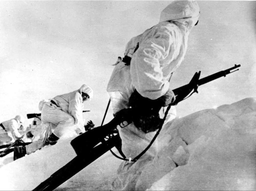 Joukkojen paikallistuntemus ja joustava liikkuminen auttoivat suomalaisia sotilaita, vaikka aseista ja ammuksista oli pulaa.