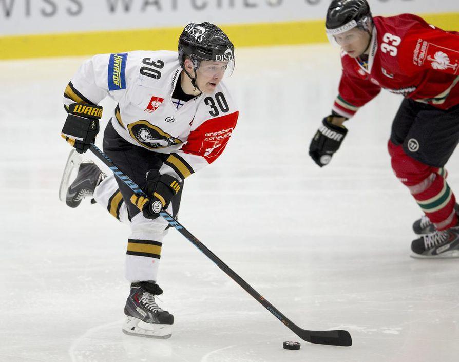 Joonas Komulainen pelasi pitkään Kärpissä, jonne hän siirtyi jo C-juniori-iässä.