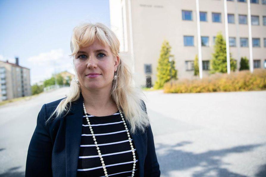 Nokian kaupungin sivistysjohtaja Pauliina Pikka toteaa, että lukiokoulutukseen jaetut valtionosuudet ovat auttamattoman pieniä. Kaupunki pyörittää taustalla näkyvää Nokian lukiota käytännössä kokonaan omalla rahallaan.