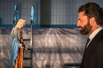 """TV-arvio: Ihmeestä kertova italialaissarja iskee ja lujaa – """"Ehkä kaipaamme tähän aikaan juuri tällaista"""""""