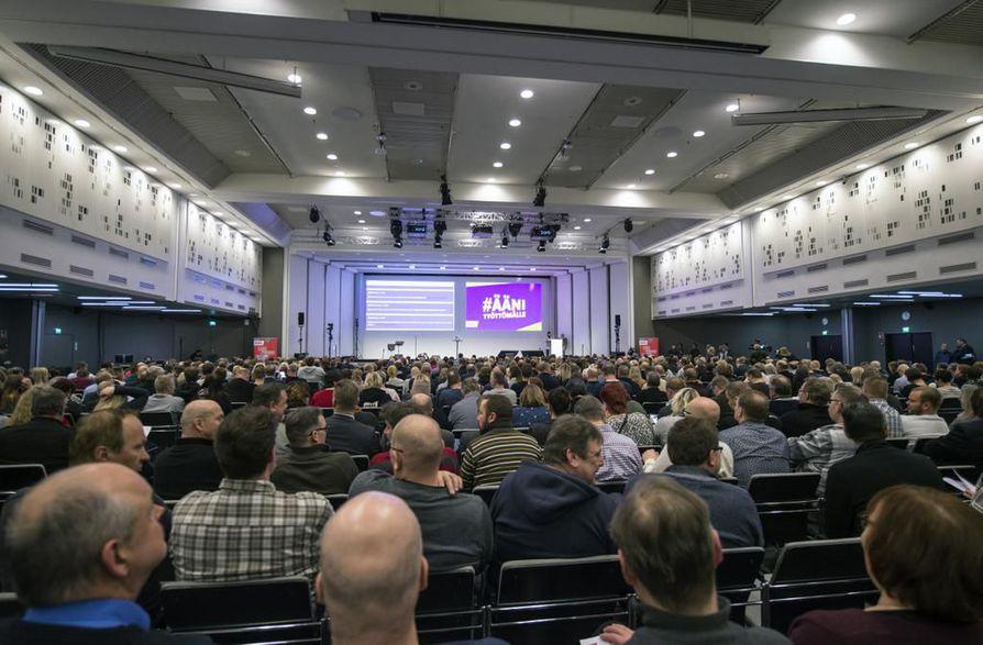 SAK:laiset keskustelivat toimista liittokokouksessa.