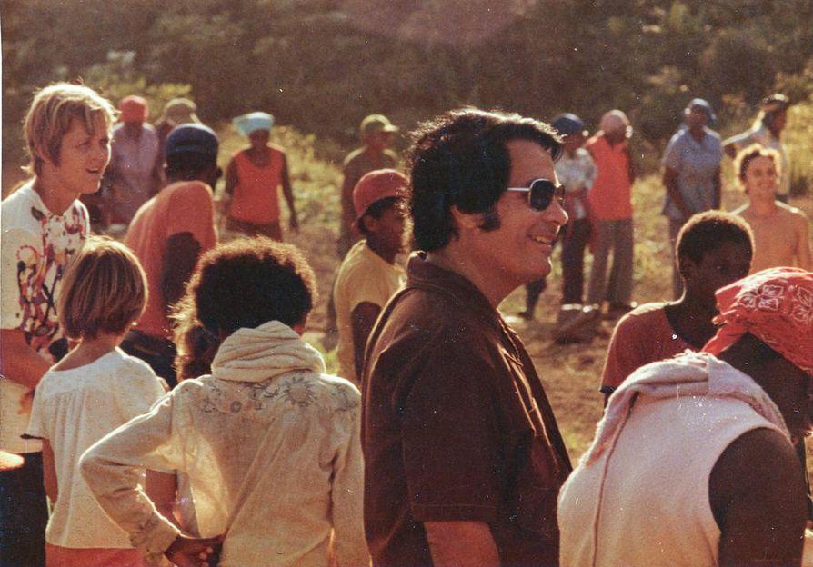 Karismaattinen saarnaaja, lähes jumalana pidetty Kansan temppeli -lahkon perustaja Jim Jones ajoi seurakuntansa joukkoitsemurhaan. Kuva on otettu Jonestownissa vuonna 1978, samana vuonna kun tragedia tapahtui.