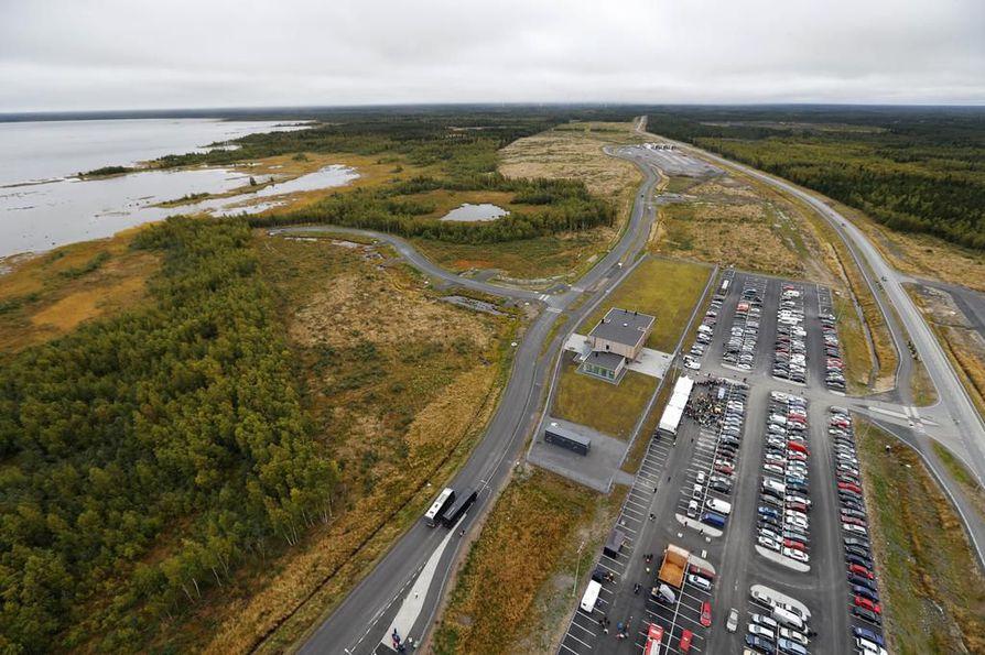 Hanhikiven niemellä sijaitsevaa Fennovoiman työmaa-aluetta ilmakuvassa. Arkistokuva.