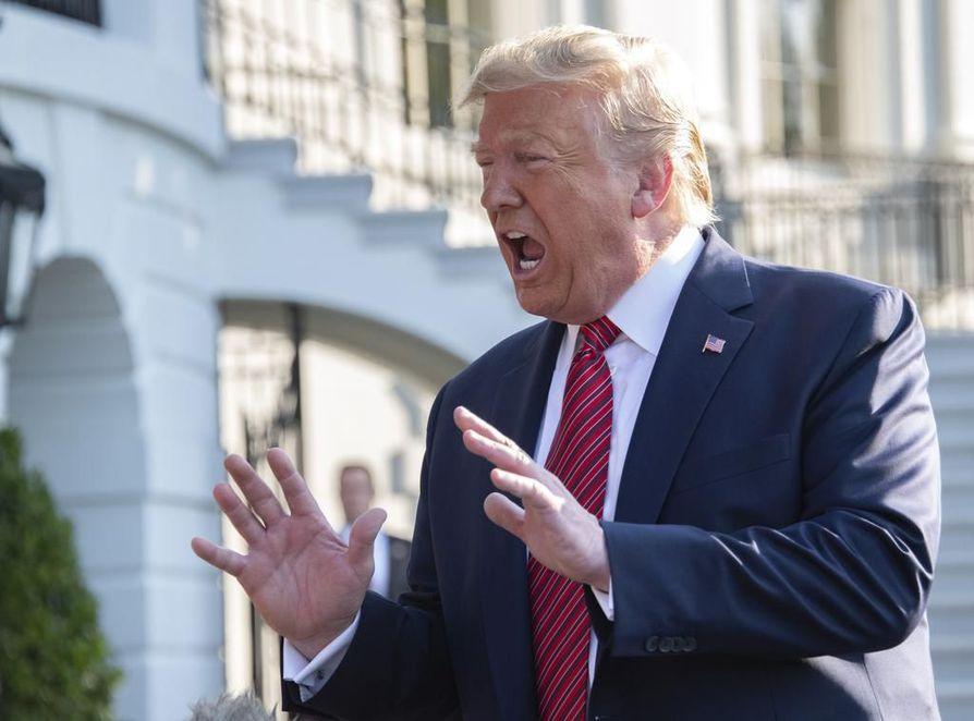 Yhdysvaltojen presidenttiä Donald Trumpia voi pahimmillaan odottaa virkasyyte.