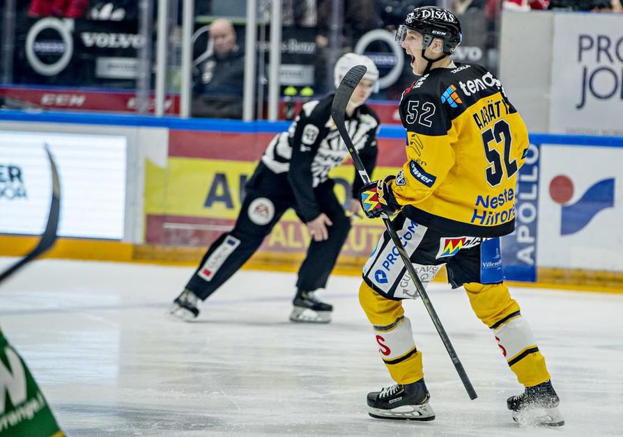 Aatu Räty juhli ensimmäistä liigamaaliaan 28. syyskuuta Raksilassa, kun Kärpät voitti Ilveksen 5–0. Rädyn veljekset viimeistelivät kotijoukkueen kaksi ensimmäistä osumaa.