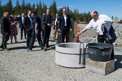 Uuden EVOn jätevedenpuhdistamon peruskiven muuraus 17.6.2020 Kuusamon Mäntyselässä