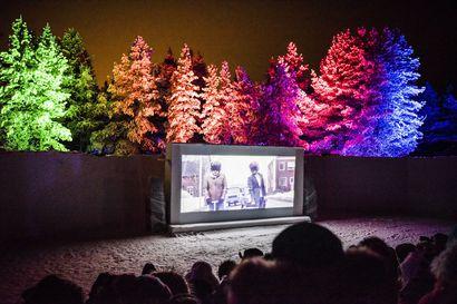 Elle-Máijá Tailfeathers palkittiin Skábmagovat-festivaaleilla lumesta rakennetussa Revontuli-teatterissa