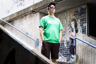 Nopeasti tehdyssä graffitissa tai tagissa voi olla taidearvoa siinä missä pitkään tehdyssä teoksessa – Maan alta löytyi Suomen graffitin historiaa