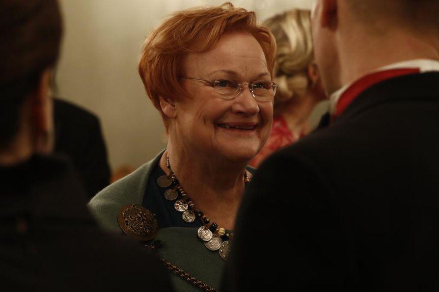 Presidentti Tarja Halonen on edellisistä presidenteistä ainoa, joka saapuu tänä vuonna Linnan juhliin.