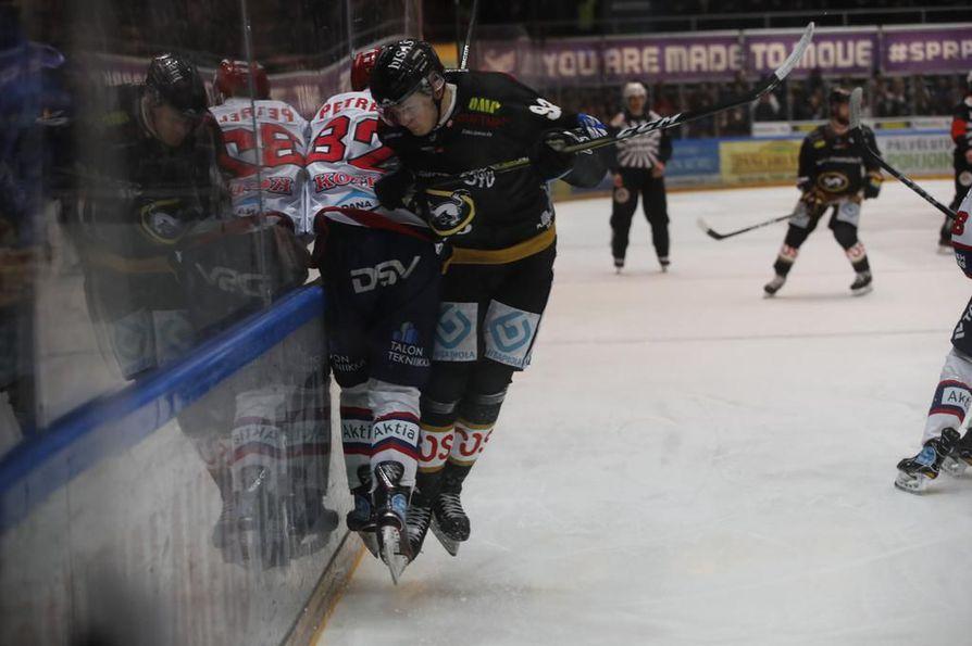 Kärpät ja HIFK ottavat mittaa toisistaan Raksilassa seitsemännessä välieräottelussa.