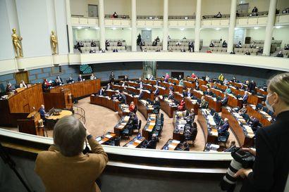 Haavisto-kohu tulehduttaa hallituksen ilmapiiriä pahasti – kovia paineita on puolueiden välillä ja niiden sisällä