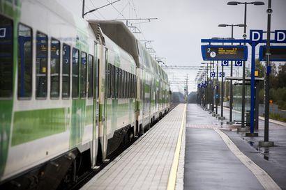 """Paikallisjuna kärkihankkeeksi Oulun seudulla, alleviivaa Minna: """"Mikäli useampi perhe voisi luopua toisesta autosta, perheen ostovoima lisääntyisi ja he voisivat käyttää enemmän rahaa myös paikallisiin palveluihin"""""""