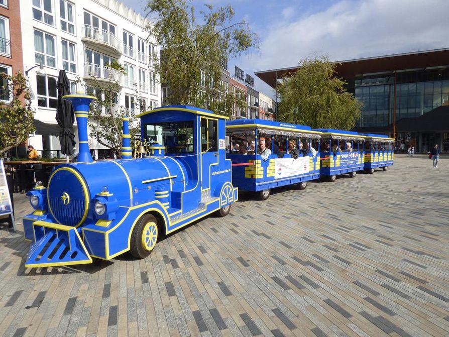 Hollantilaiskaupungissa samanlainen potnapekka kuljettaa turisteja ympäri kaupunkia kuin Oulussa.