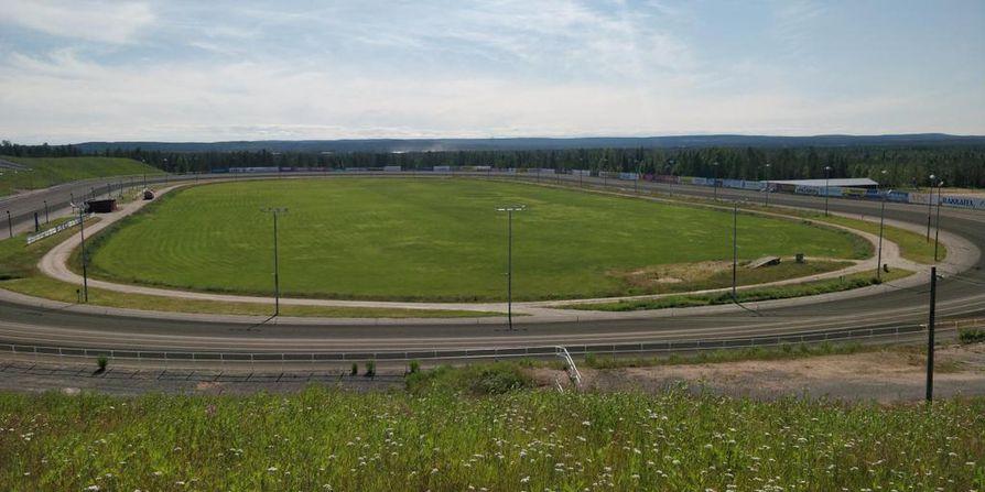 Mäntyvaaran nurmikenttä on lannoitettu, ilmastettu ja sorastettu tänä keväänä.