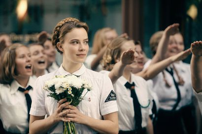 Televisiossa tänään: Itä-Saksasta länteen paennut taiteilija ei käännä katsettaan kauniisti kuvatussa elokuvassa