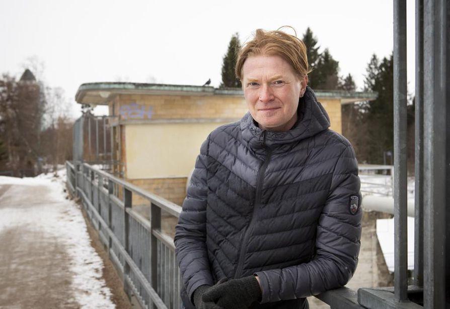 Oulun kaupungin viestintäpäällikkö Mikko Salmi pahoittelee Facebookissa julkaisemaansa kuvaa.
