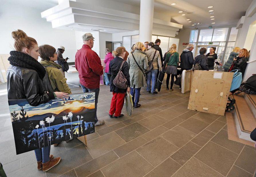 Oulun taidemuseon Omat seinät -näyttely tarjoaa mahdollisuuden tuoda esille yhden oman teoksen.