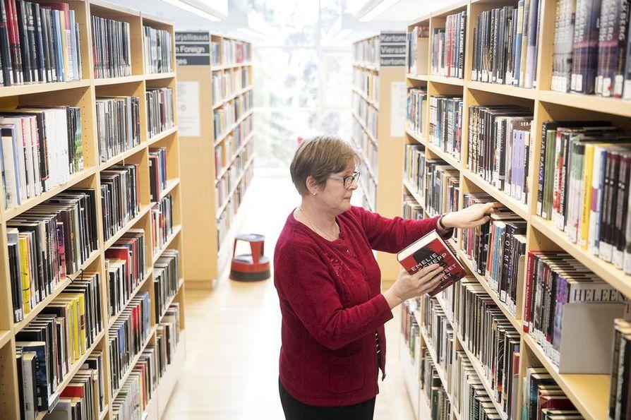 Ritva Harmaisen mukaan naisten osuus dekkarien lukijoista kasvaa koko ajan.