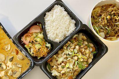 Syömässä: Ensikertalainen kokeili Wolt-palvelua ja tilasi thaimaalaista kotiovelleen