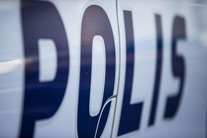 Teräaseella uhannut mies ryösti kaupasta rahaa Oulaisissa, poliisi sai epäillyn kiinni nopeasti