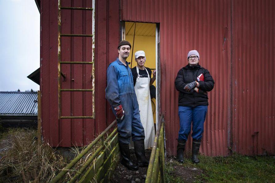 Tänne Hillan matka päättyi. Kuvassa Timo Koli, Mika Kujamäki ja Reetta Kivi.