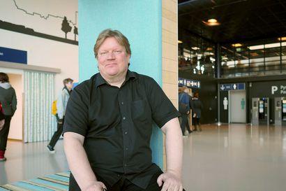 Oululaislähtöinen Pekka Gröhn on soittanut melkein kaikkien kanssa Loirista Rolling Stones -legendaan – Autossa muusikko yllättyi, kun hän huomasi yhden suomalaisartistin puuttuvan listalta