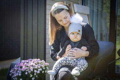 """Alati vaihtuvat koronarajoitukset pitivät kempeleläisperhettä jännityksessä loppuun asti – Kasper-isä kuitenkin pääsi synnytykseen mukaan: """"En olisi suostunut lähtemään sairaalaan yksin"""""""