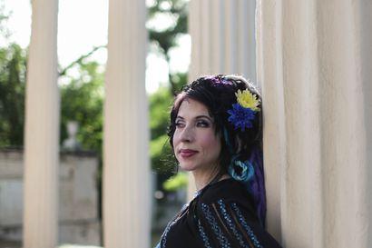 Sofi Oksasen odotettu uutuusromaani kertoo rumasta bisneksestä - Kävimme kirjailijan kanssa hedelmöitysturismin tapahtumapaikoilla Ukrainan suljetussa kaupungissa