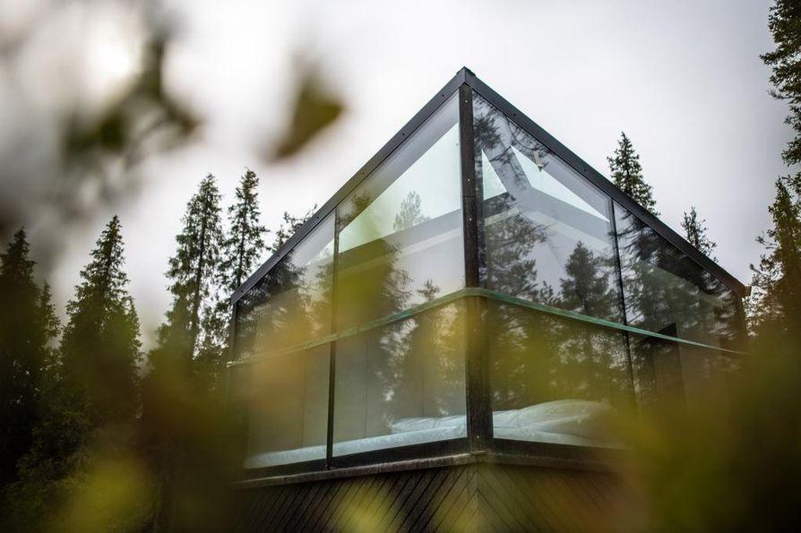 Valmiin iglun etuseinät ja katto ovat lasia. Ideana on, että ympäröivä luonto näkyy sisään mahdollisimman hyvin.