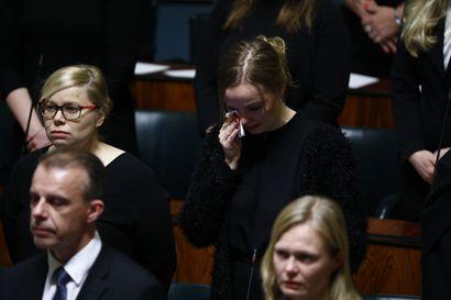 Eduskunta hiljentyi täysistuntonsa aluksi kunnioittamaan Antti Rantakankaan muistoa