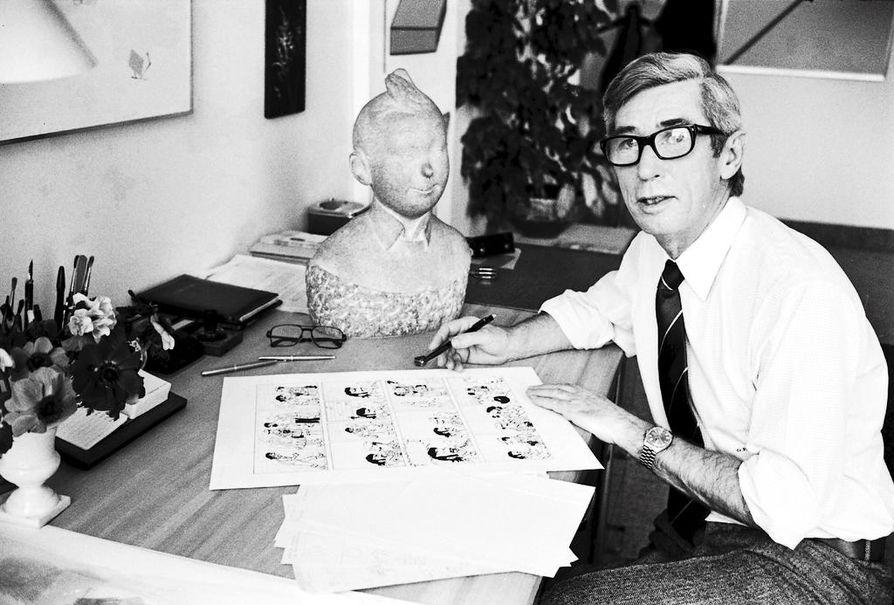 Kun Georges Prosper Remi piirsi ensimmäisen Tintti-sarjakuvansa vuonna 1929 nimimerkillä Hergé, hän ei voinut aavistaa millaiseen maailmanmaineeseen hänen luomansa hahmot yltäisivät. Albumeja on myyty kaikkiaan noin 200 miljoonaa kappaletta.
