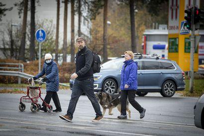 """Valokuvaaja Janne-Pekka Manninen kävelee ympäriinsä ja etsii Tuiran sykettä – """"Parhaimmillaan potretti on silloin, kun vaikuttaa siltä, että olen vain löytänyt sellaisen hetken"""""""
