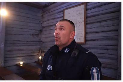 Poliisi herkistelee joulutunnelmissa - katso Oulun laulavan polliisin uusin joulurauhan toivotus